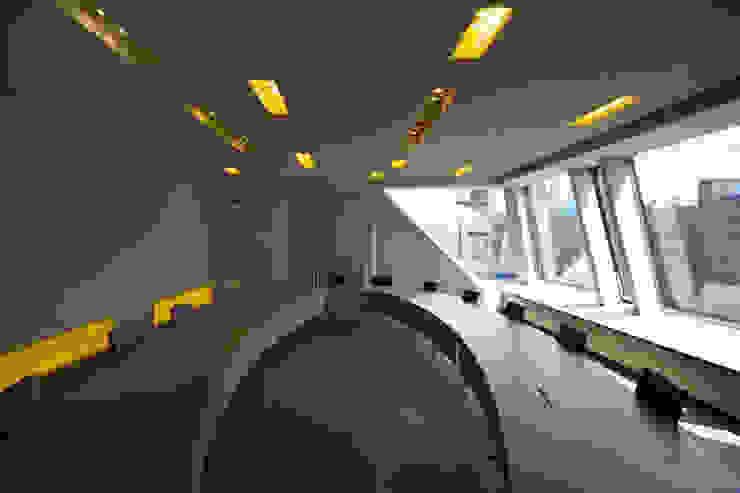 Salas multimedia de estilo clásico de a-base I büro für architektur Clásico