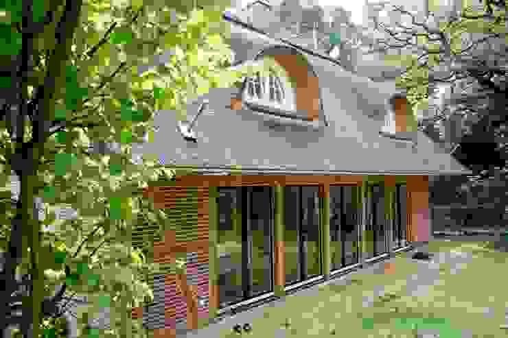 Die Gartenseite des Hauses Moderne Häuser von Architektur- und Innenarchitekturbüro Bernd Lietzke Modern