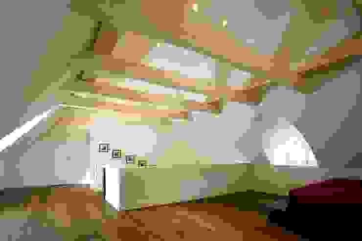Dormitorios de estilo moderno de Architektur- und Innenarchitekturbüro Bernd Lietzke Moderno