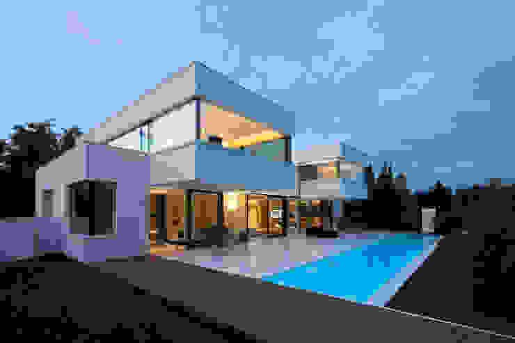 Casas modernas de HI-MACS® Moderno