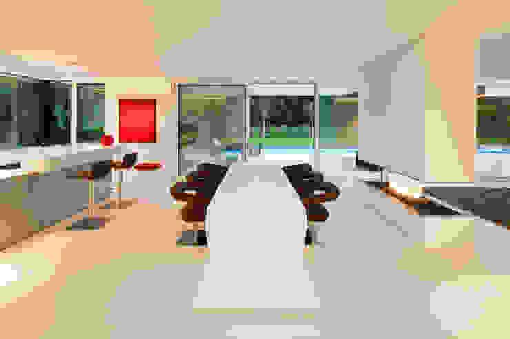 Sala da pranzo moderna di HI-MACS® Moderno