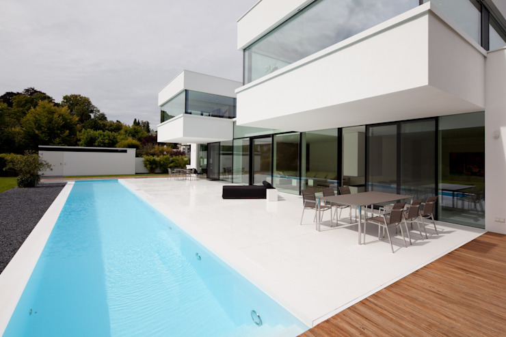 Balcone, Veranda & Terrazza in stile moderno di HI-MACS® Moderno