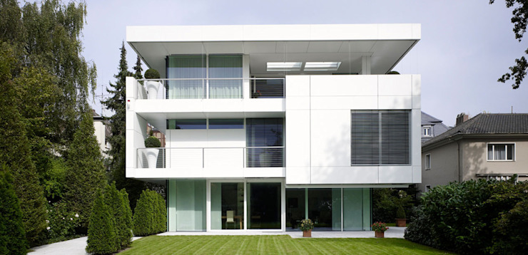 Modern houses by A-Z Architekten Modern