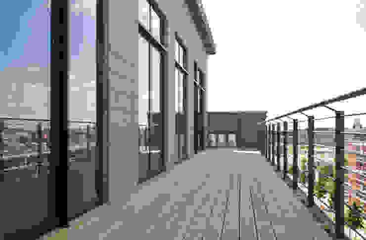 im Loft II Industrialer Balkon, Veranda & Terrasse von homify Industrial