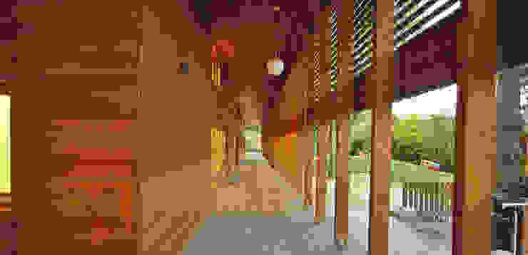 Laubengang Moderne Schulen von A-Z Architekten Modern