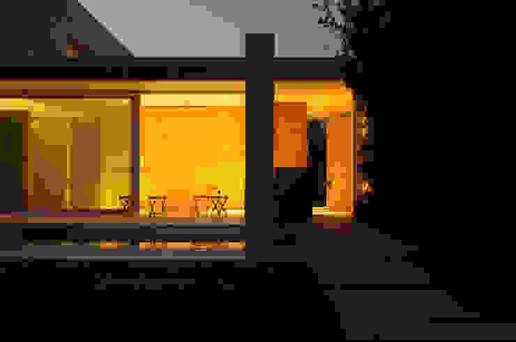 Casa Doppia Balcone, Veranda & Terrazza in stile moderno di iodicearchitetti Moderno