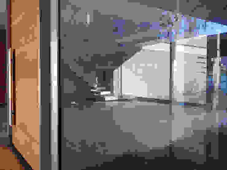 Casa Doppia Ingresso, Corridoio & Scale in stile moderno di iodicearchitetti Moderno