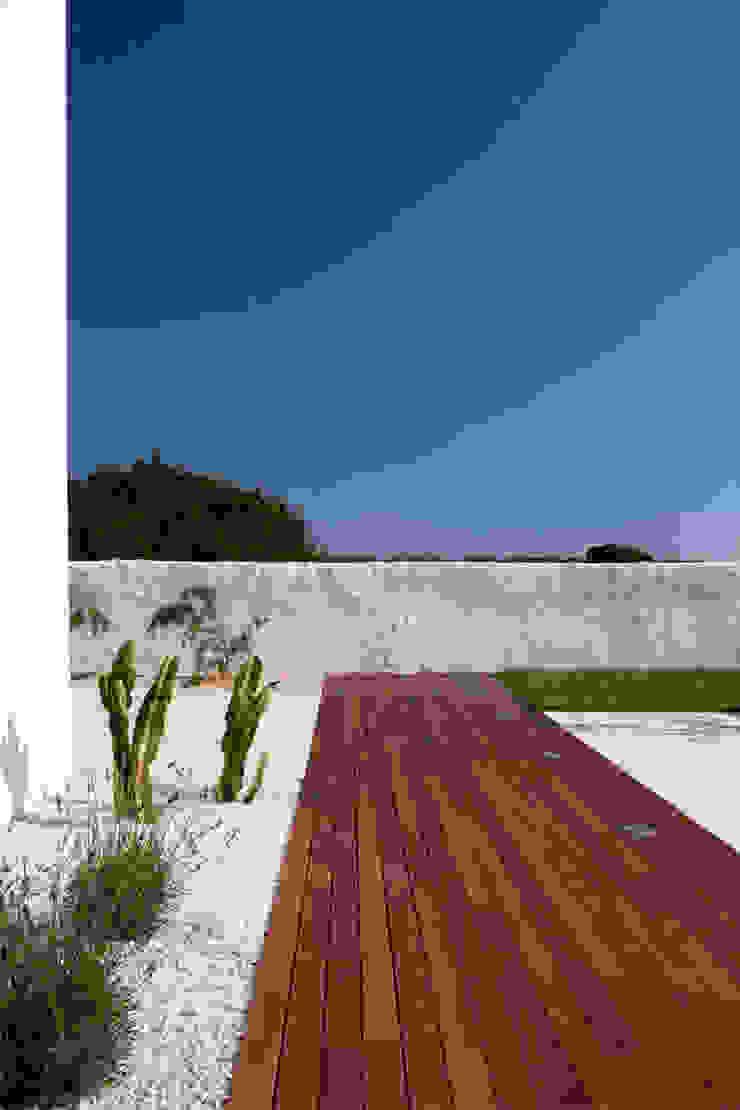 Jardin méditerranéen par dom arquitectura Méditerranéen