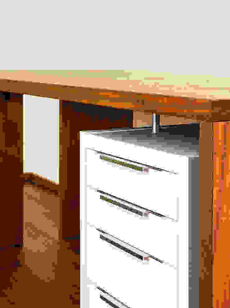 Schreibtisch aus Kambala von Die Möbel Manufaktur Klassisch