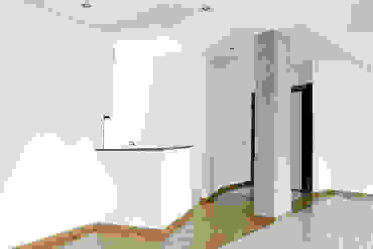 Living room by CAFElab studio, Modern