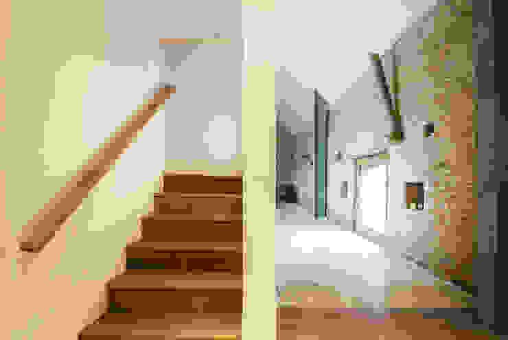 Court Farm Barn Rustic style corridor, hallway & stairs by Designscape Architects Ltd Rustic