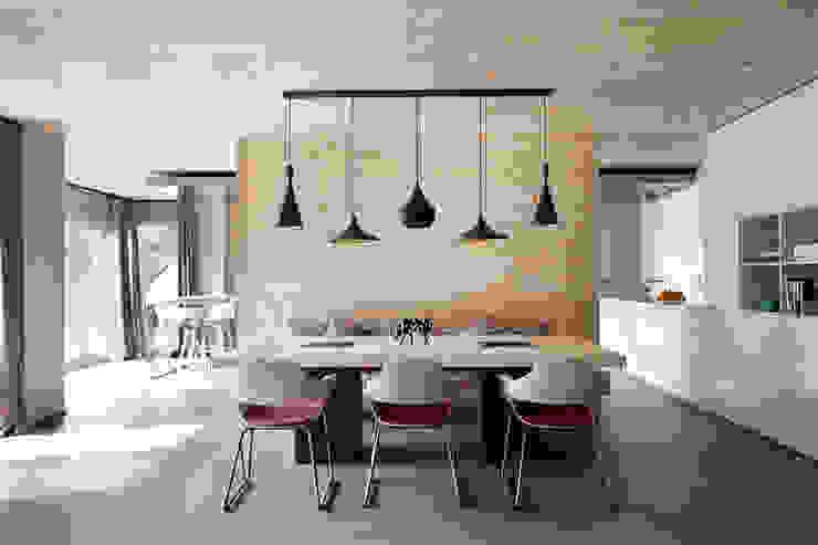 El continente y el contenido Comedores de estilo escandinavo de Coblonal Arquitectura Escandinavo