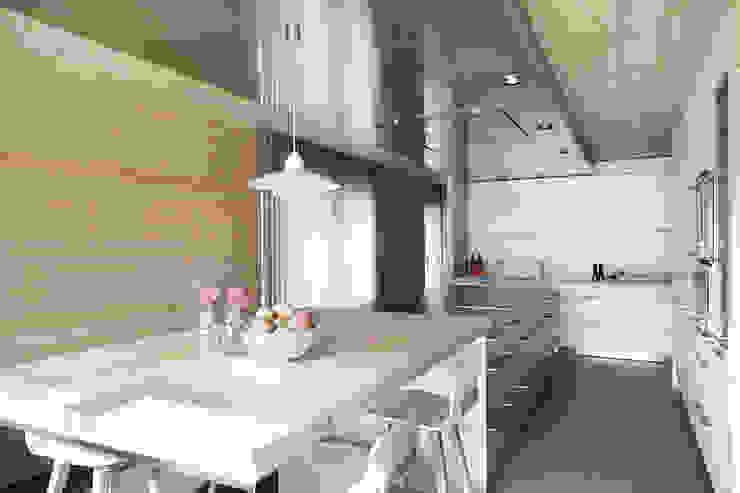 El continente y el contenido Cocinas de estilo escandinavo de Coblonal Arquitectura Escandinavo
