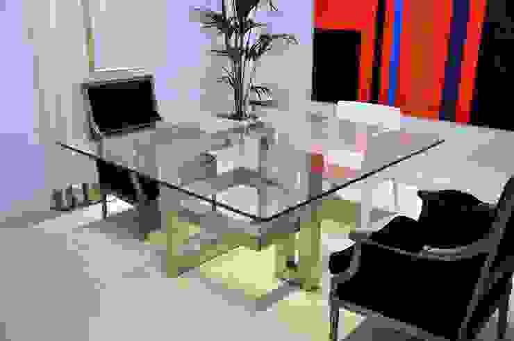 IOS - Table carrée contemporaine en verre par homify Moderne