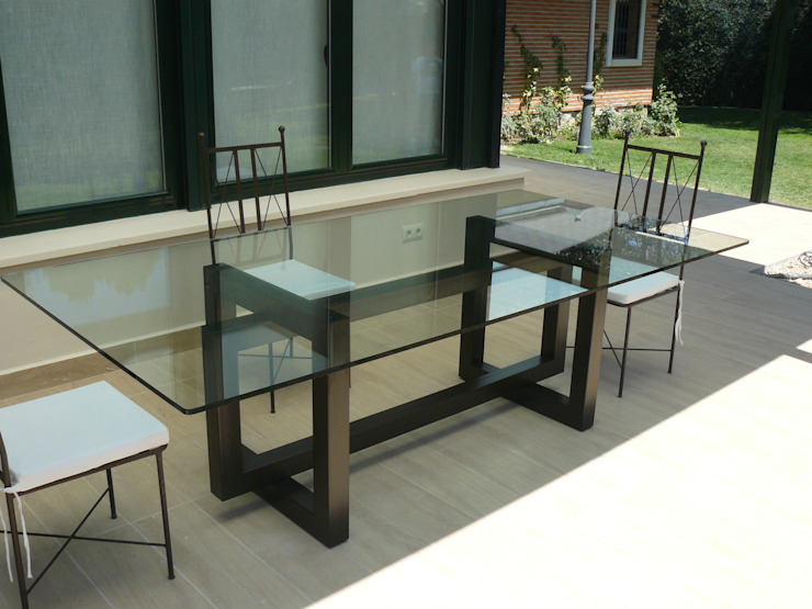 THASOS - mesa de comedor de cristal de homify Moderno