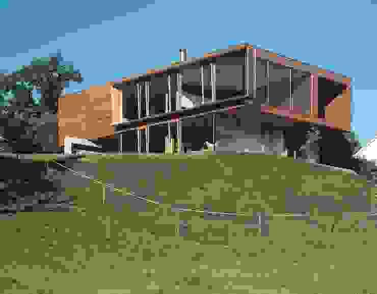 Casas de estilo moderno de k-m architektur Moderno