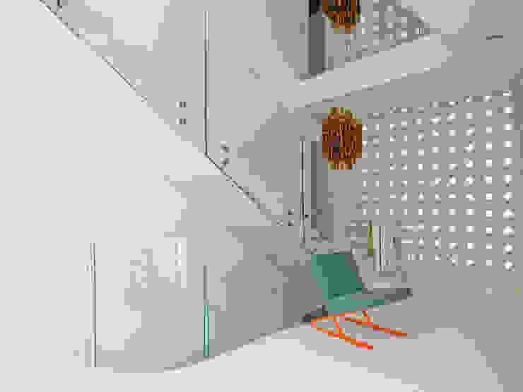 Corridor, hallway & stairs by PHILIPPE STUEBI ARCHITEKTEN ETH BSA SIA GMBH