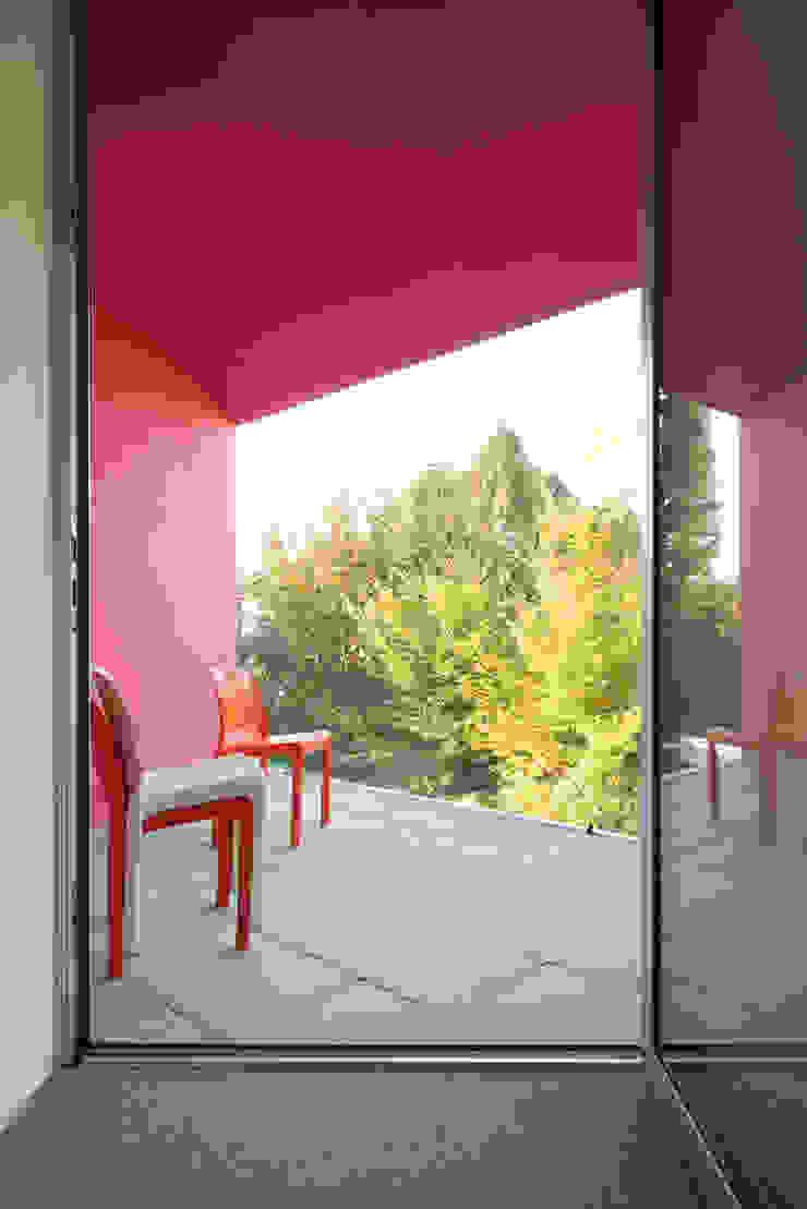 HAUS DR. LEVY-FRÖHLICH, ZOLLIKON – ZÜRICH Balkon, Veranda & Terrasse von PHILIPPE STUEBI ARCHITEKTEN ETH BSA SIA GMBH