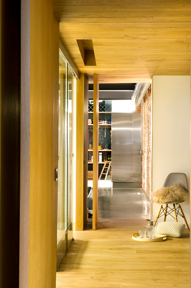 Eclectic style corridor, hallway & stairs by Egue y Seta Eclectic