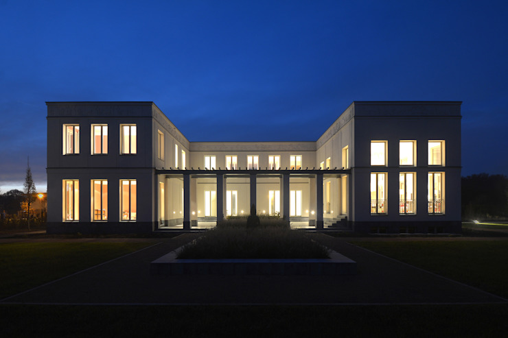 Bellevue zum Schloss - Villa mit Seitenflügeln und Hof Klassischer Balkon, Veranda & Terrasse von CG VOGEL ARCHITEKTEN Klassisch