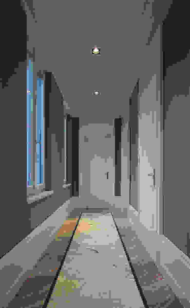 Den Himmel im Haus - Residenz mit zentralem Lichthof Klassischer Flur, Diele & Treppenhaus von CG VOGEL ARCHITEKTEN Klassisch