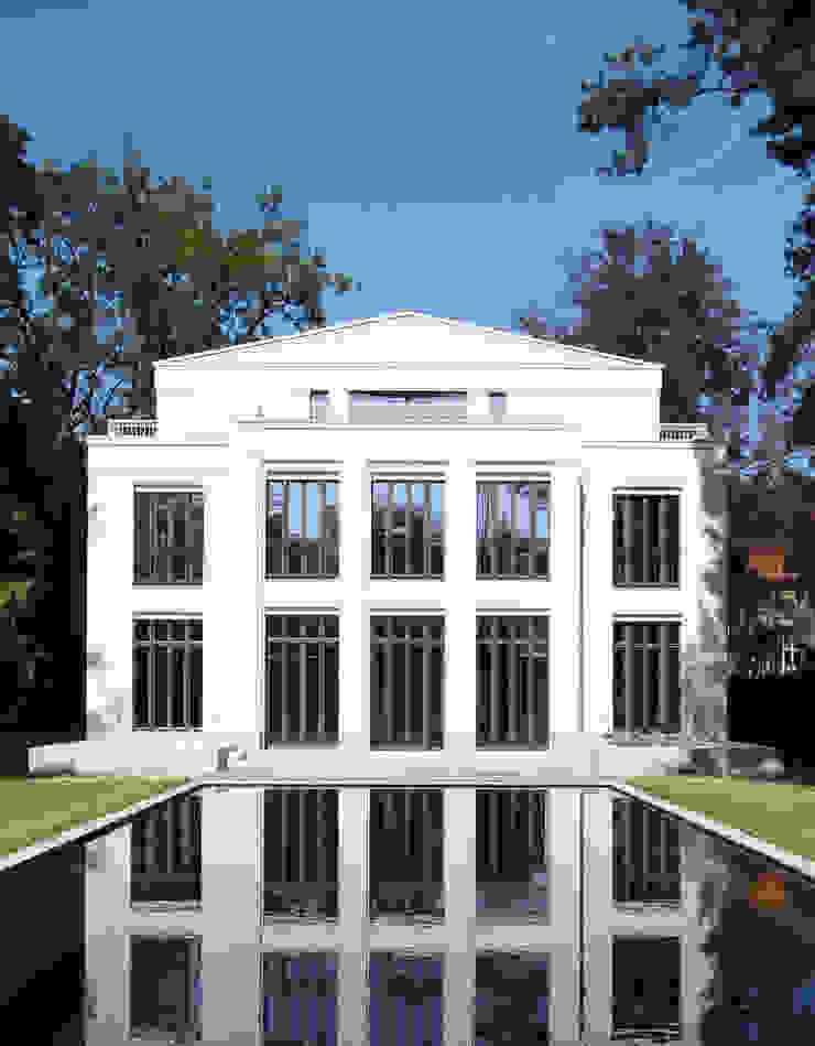 Classic style pool by CG VOGEL ARCHITEKTEN Classic