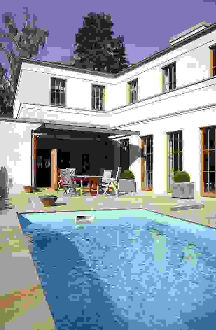 English inspired - Domizil mit Landhausflair Pools im Landhausstil von CG VOGEL ARCHITEKTEN Landhaus