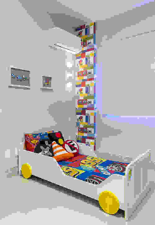 Dormitorios infantiles de estilo moderno de Milla Holtz & Bruno Sgrillo Arquitetura Moderno