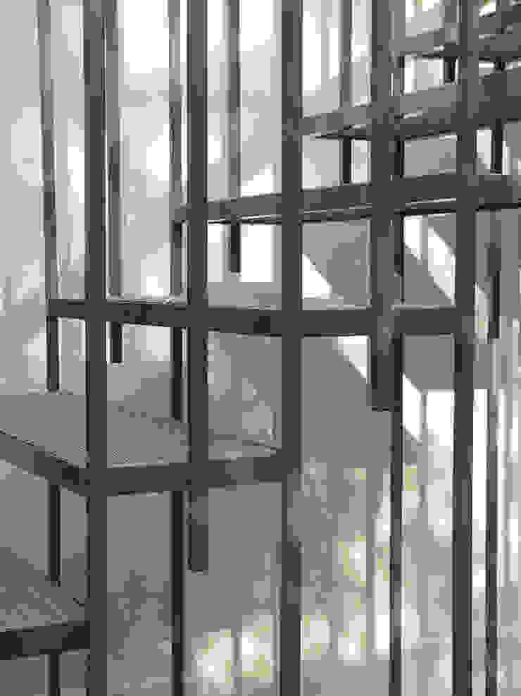 Die Gartentreppe ist elegant und filigran Klassischer Flur, Diele & Treppenhaus von CG VOGEL ARCHITEKTEN Klassisch