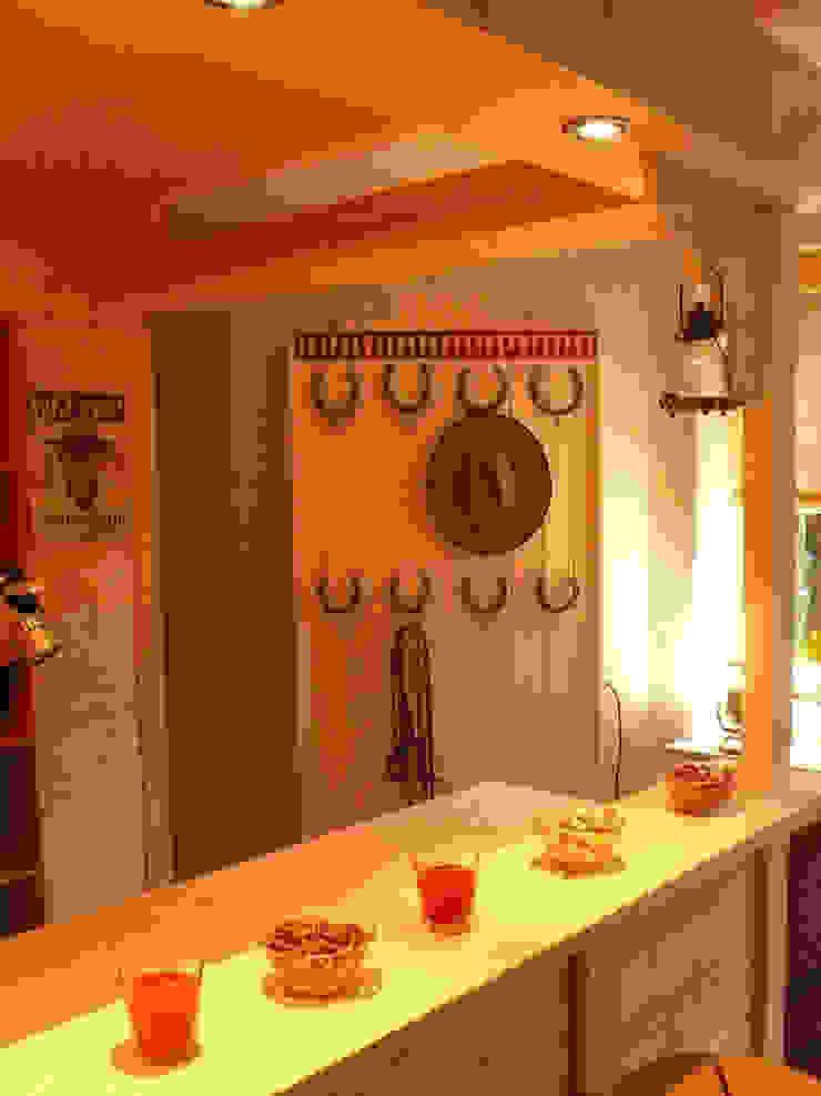 Westernbar mit Garderobe Kinderzimmer im Landhausstil von Innenarchitektin Claudia Haubrock Landhaus