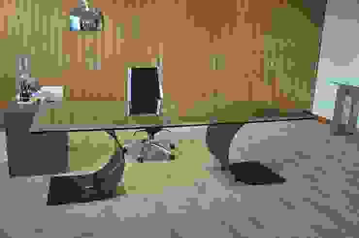 CARLOVI - Mesa de despacho de GONZALO DE SALAS Moderno