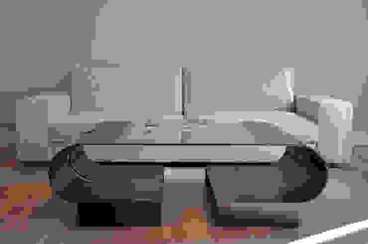 modern  by GONZALO DE SALAS, Modern