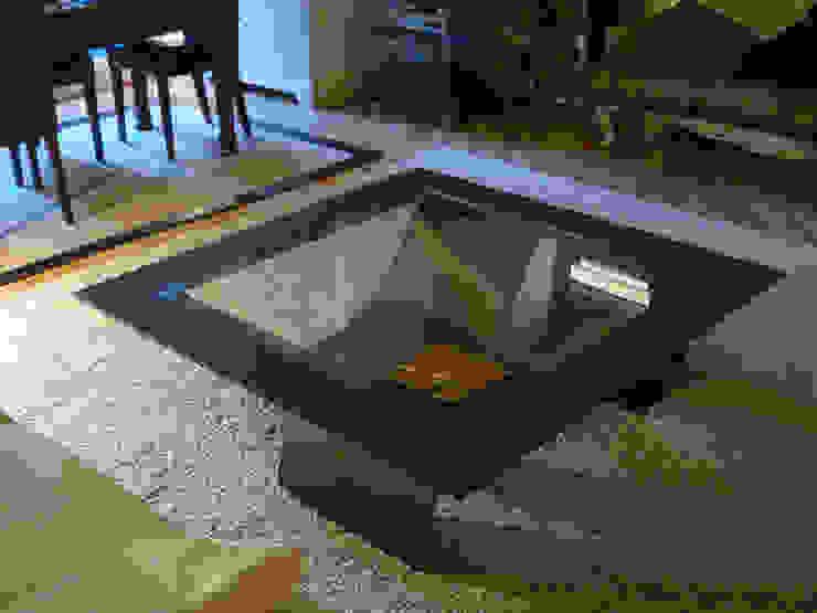 TSUNAMI - Mesa de centro moderna de vidrio de GONZALO DE SALAS Moderno