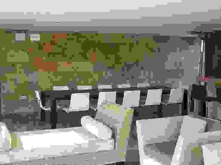 Mesa para exterior diseño exclusivo para el cliente. Jardines de estilo moderno de MUMARQ ARQUITECTURA E INTERIORISMO Moderno