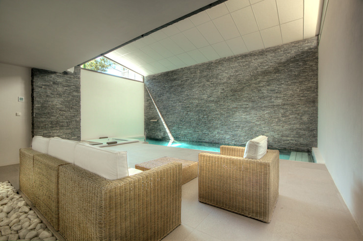Piscina interior cubierta con spa Piscinas de Gunitec Concept Pools