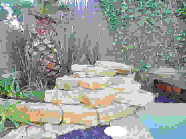 Jardins  por Naturalgreen Jardiners
