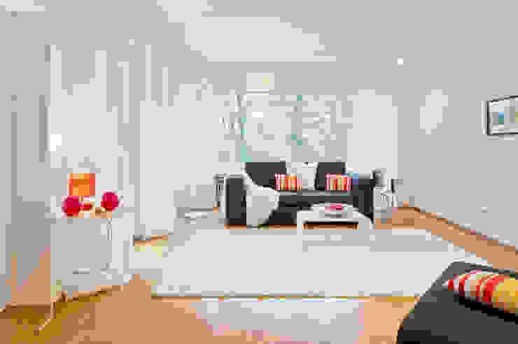 Phòng khách: thiết kế nội thất · bố trí · ảnh bởi raumwerte Home Staging