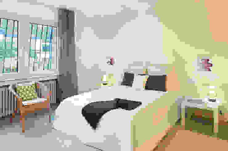 Phòng ngủ: thiết kế nội thất · bố trí · ảnh bởi raumwerte Home Staging