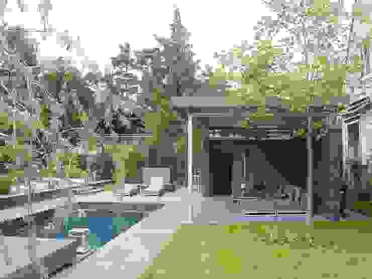 Giardino moderno di L-A-E LandschaftsArchitektur Ehrig & Partner Moderno