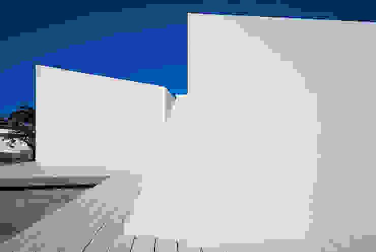 Casa para un fotógrafo 2 en el Delta del Ebro Balcones y terrazas de OFFICE OF ARCHITECTURE IN BARCELONA SLP (OAB)
