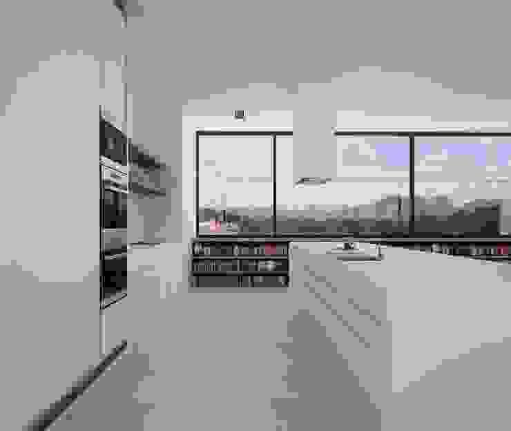 Proyecto de Vivienda Unifamiliar Cocinas de estilo moderno de DUE Architecture & Design Moderno