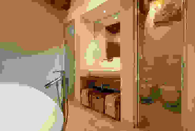 Modern Bathroom by Arcostudios Modern