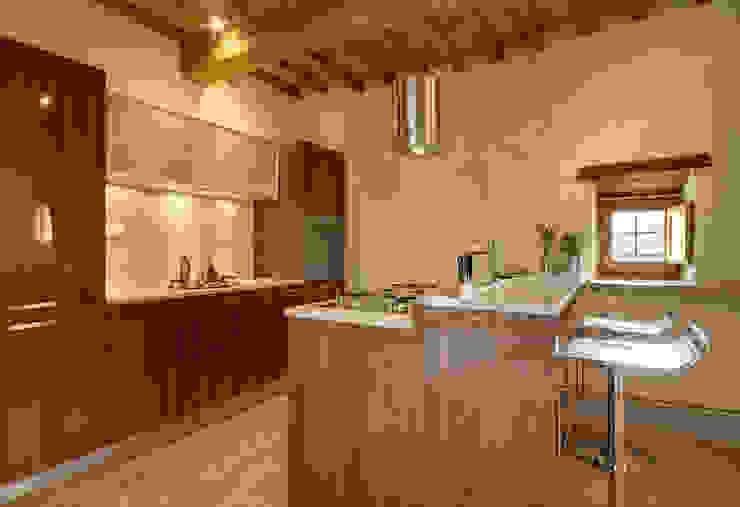 Modern Kitchen by Arcostudios Modern