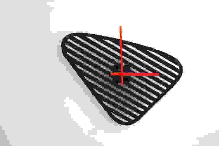 Sophie, orologio da muro dalla forma modificabile di Mehdi Pour design studio Eclettico