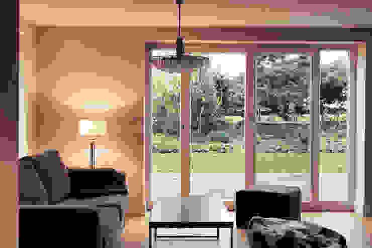 Modern Living Room by Heike Gebhard Wohnen Modern