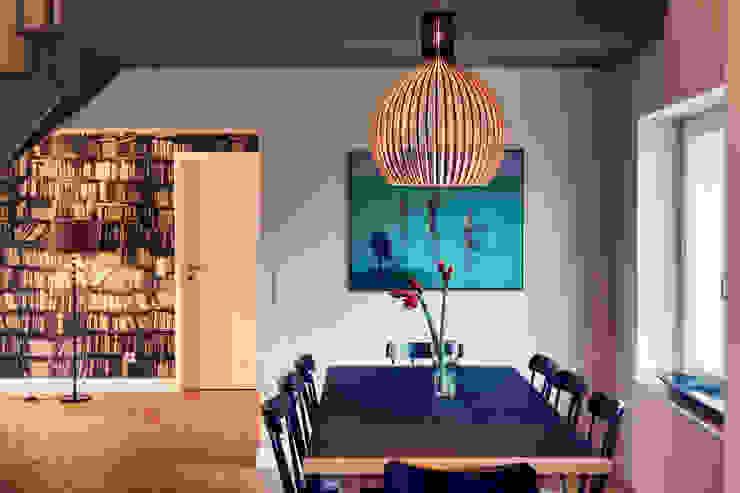 Salas modernas de Heike Gebhard Wohnen Moderno
