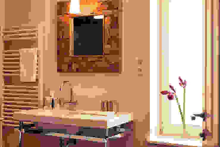 Modern Bathroom by Heike Gebhard Wohnen Modern