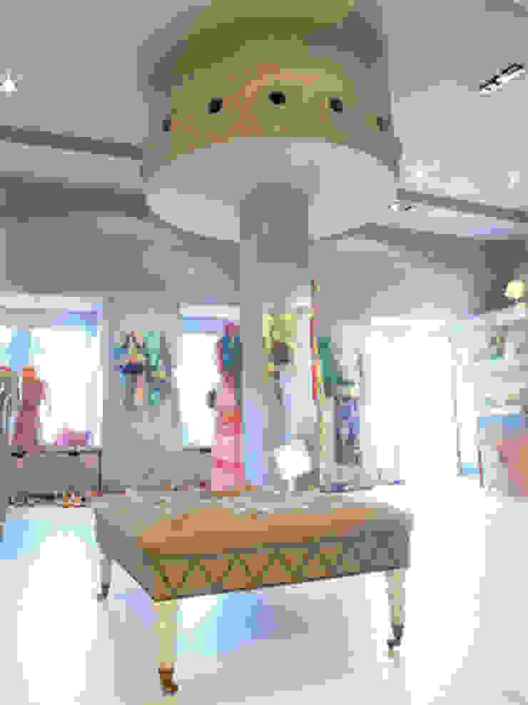 Columna Oficinas y tiendas de estilo ecléctico de Conalca Ecléctico