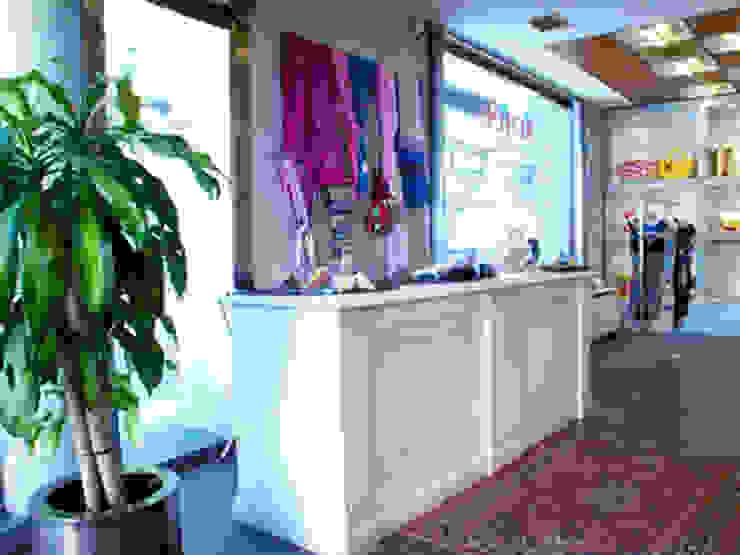 Mostrador Oficinas y tiendas de estilo moderno de Conalca Moderno