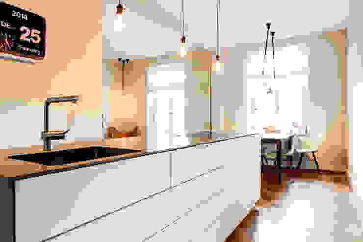 Moderne keukens van BESPOKE GmbH // Interior Design & Production Modern